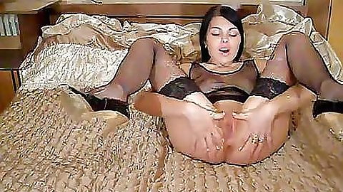 Slut shows us how to properly massage pussy