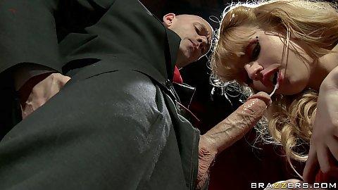 Private stripper Lexi Belle sucks off johny
