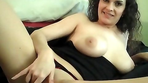 Naturally busty slut lays sideways and touches pupssy