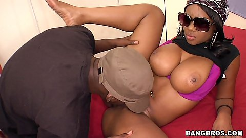 Ebony chick Baby Cakes eaten out in the change room