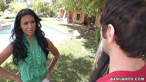 Cassandra Cruz is one sexy mama on milf soup