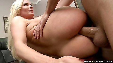 Popping Diamons tight anus with a cock anal fuck