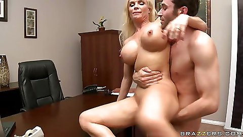 Diamond doing reverse cow girl with her anus anal fuck