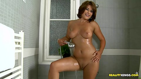 After a quick shower Bellina jumps on some dick