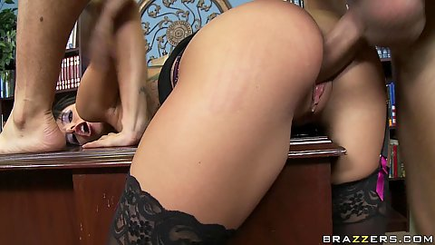 Sweet shaved pussy sideways penetration in office