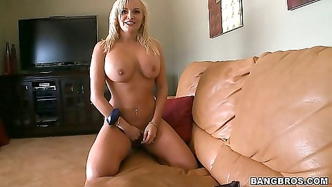 Experienced blonde big tits milf blowjob