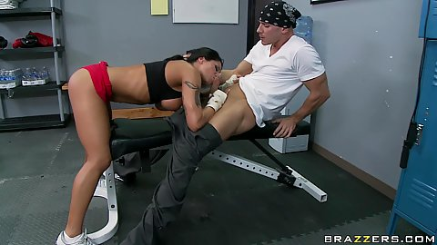 Jenaveve spreads her tight pussy in the lockeroom