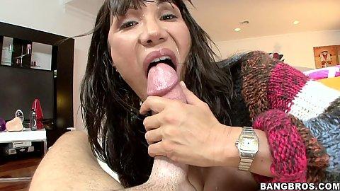 Ava Devine gets a close up anal penetration
