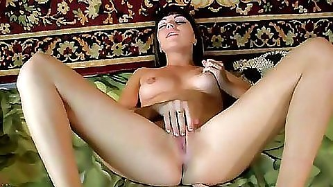 Milf gf at home stretching her pussy and ass with dildos