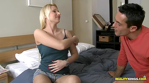 Busty babe Niicole coming to the apartment in shorts
