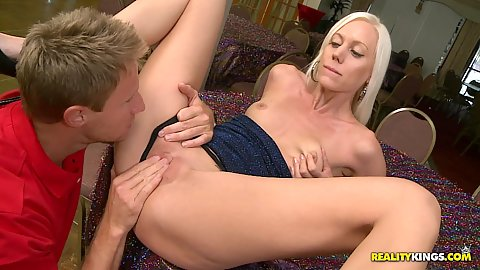 Kaycey a super hot spreads her pussy