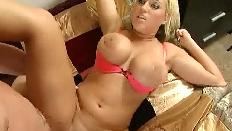 Memphis Monroe shows us how to fuck out right