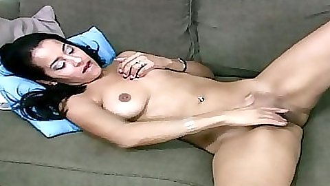 Sexy babe nakd with legs open home video cam