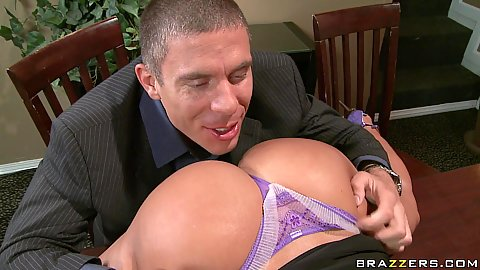 Rick eats out Lisas milf ass and she sucks him off