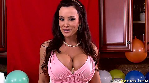 Big tits mom Lisa Ann having a party