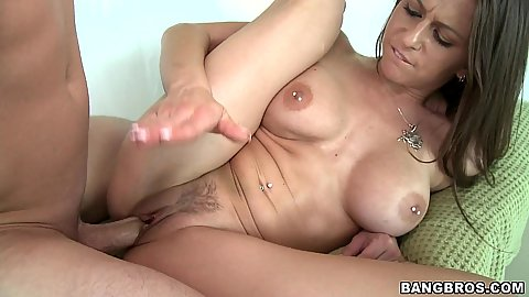 Rachel Roxxx spreads her legs and fucked naked
