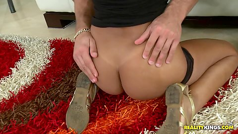 Tight ass skinny latina pulls down her shrots
