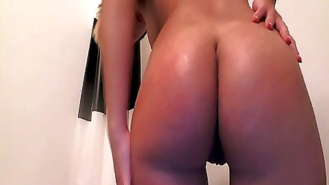Getting some soap all over her nice ass