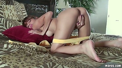 Spicy skinny cutie Valerie Rios masturbation close up with sex toys