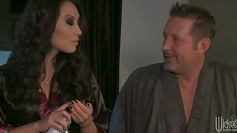 Asian pornstar Asa Akira goes down and fingers own asshole