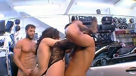 Double penetration on a car with nice Agatha Kristine