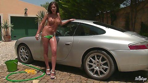 Porsche gets a nice wash from Henessy doing it nude
