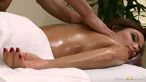Sexy milf Diamond Foxxx going for an oil private massage nude
