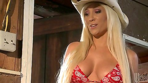 Blonde cow girl Tasha Reign sucking cock