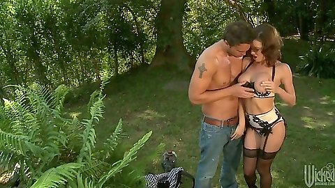 Outdoors with busty Veronica Avluv going down on the grass