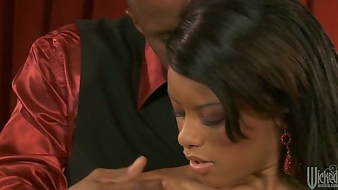Ebony Rihanna Rimes making out with dude