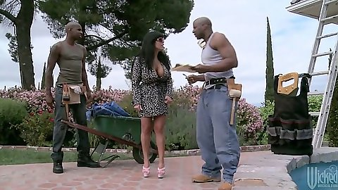 Outdoor with a sexy milf prepping for threesome action
