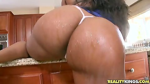 Huge as ebony babes Yasmine Loven and Jayden Starr in the kitchen