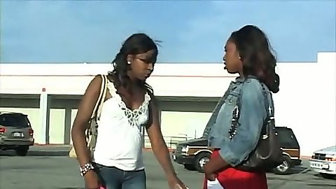 Two ebony chicks Delotta and Amellie meet up