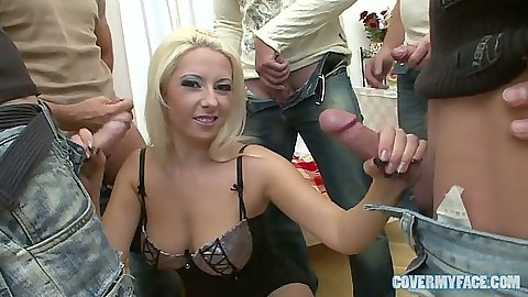 Natural tits Daria Glower in group sex with close up sucking
