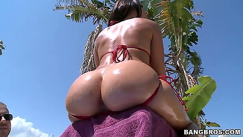 Great rout ass in bikini and covered in oil on Rachel Starr outdoors