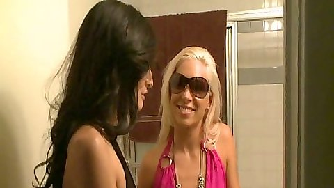 Lesbian amateur gf Kacey & Zoey making out on the bed