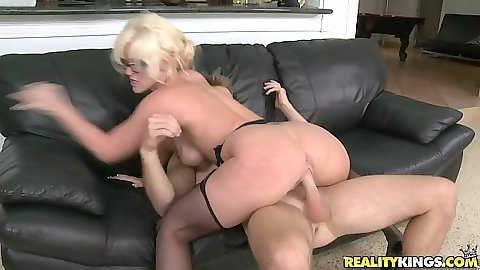 Cowgirl sex with nice milf in stockings
