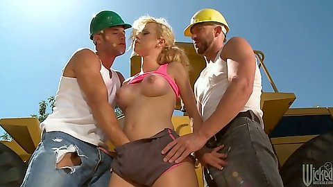 Construction cock grabbing threesome with Jessie Rogers outdoors