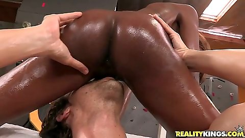 Ebony ass Alana Angel in oil making out in the gym