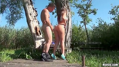 Outdoor sex with Debbie White while she likes it hot