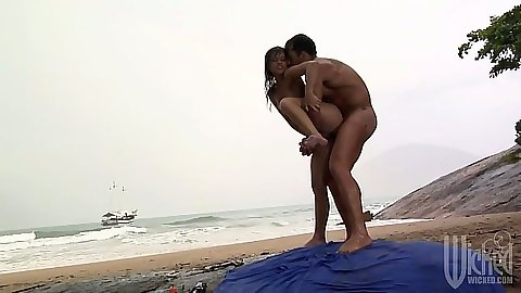 Sweaty dripping sex with Fabiany Dellaveingh on the beach outdoors with anal