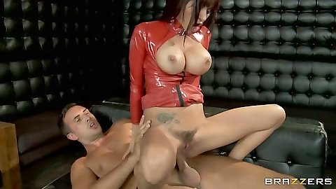 Reverse cowgirl trimmed pussy sex with latex sex Gia Dimarco