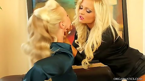 Blonde super bitches Rachel La Rouge and Jenna Lovely making out fucking strap ons