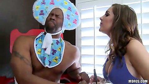 Babe fun with milf Kiera King playin with big black dick