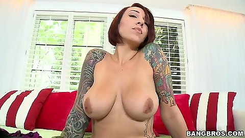 Big tits Mila Treasure spreading legs and shaved pussy expo for handjob