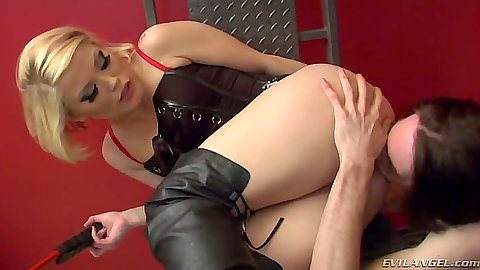 Femdom with Deviant Kade using Ash Hollywood in deviant ways