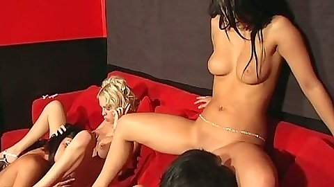 Lesbian group sex Emmanuelle and Kelly Summer with Lady Jade