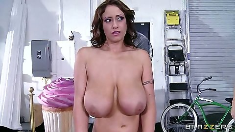 Big natural tits latina Eva Notty preparing for personal il massage