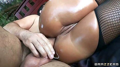 Anal sex with oily and tanned milf Lisa Ann outdoors under tree