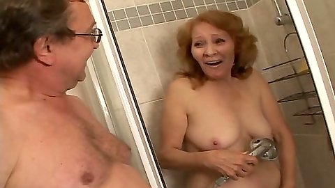 Granny shower with Izida blowjob and sex on bed